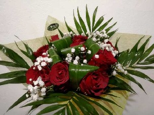 Bouquet of 7 red roses and million stars - Randevu