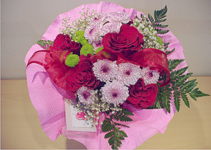5 red roses, pink and green chrisantemums bouquet - Tenderness