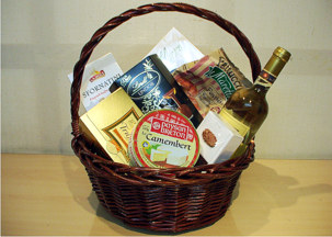 Gourme basket with chocolates, bruscetti, Camember chees, white wine - Party mix