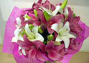 Scented bouquet of whithe and pink lilies