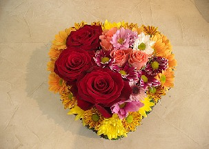 Heart arrangement of red and peach roses and chrisantemums - Shining heart