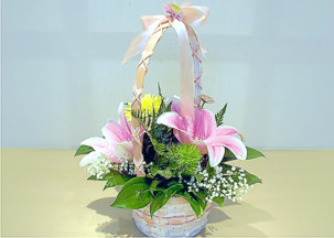 Flower basket with pink lilies and chrisantemums - Virtual kiss