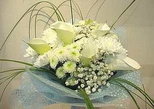 Tender breeze - a boquet with calas in white!